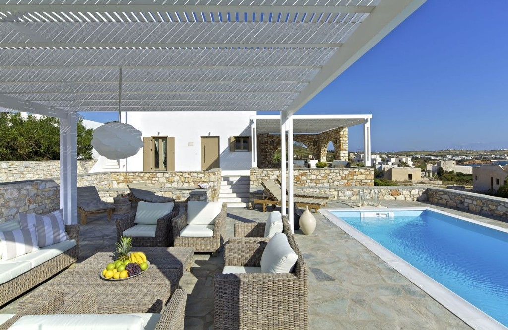 Samples of Villas Houses Homes in Paros that are buld and saled